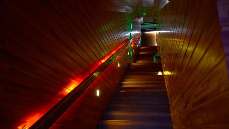 Escada de madeira do SPA