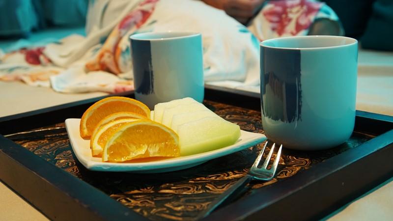 Frutas e chá de limão oferecido no SPA