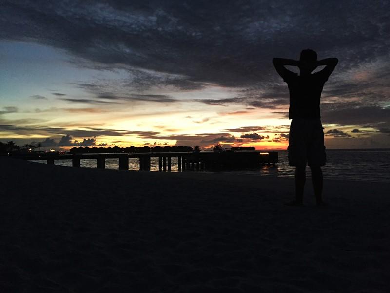 O pôr do sol nas Maldivas
