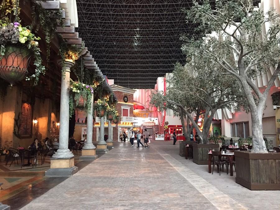 Área do parque onde estão os restaurantes