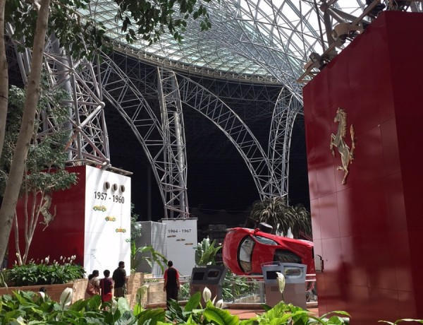 O divertido Parque da Ferrari em Abu Dhabi