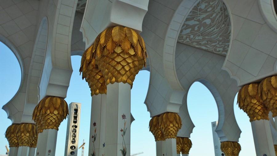 Detalhes em ouro das colunas