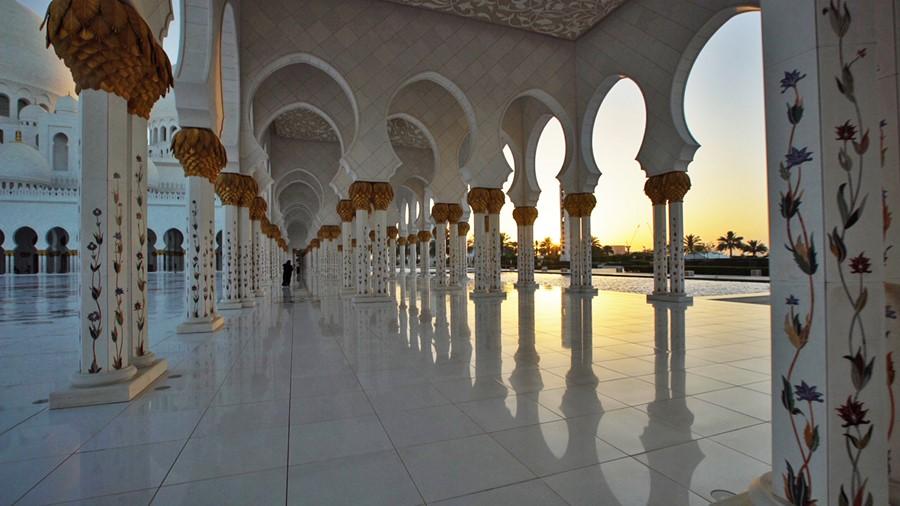 Um dos corredores da Sheikh Zayed