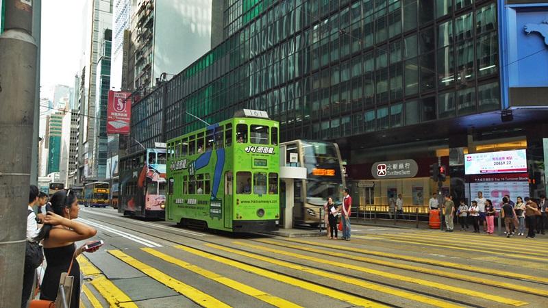 Transporte público de Hong Kong. Bondes estão espalhados pela cidade
