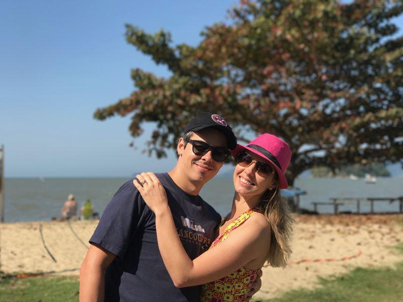 Paraty - Gisella e Fernando passeando - praia