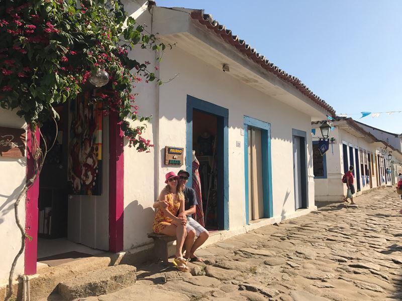 Paraty - Gisella e Fernando sentados